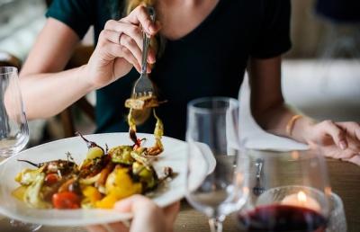 วิธีดูแลสุขภาพด้วยการเลือกกินอาหารที่มีประโยชน์